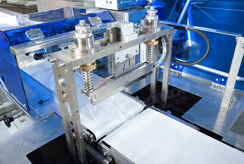 Automatic horizontal packaging machine